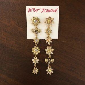 ❗️Last Chance❗️Betsey Johnson Bee Mine Earrings
